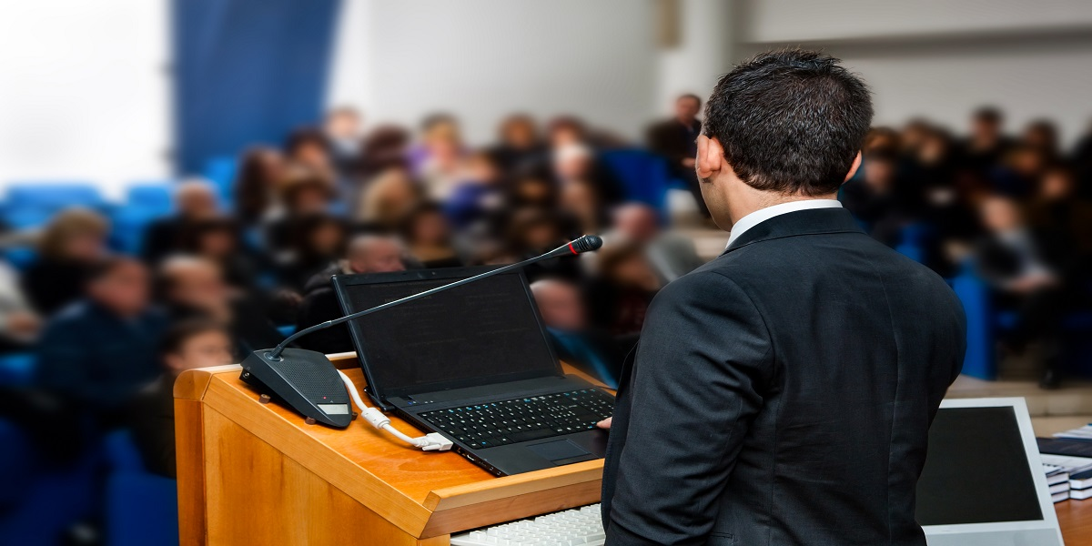 How to Dazzle Your Audience in the First 7 Seconds of Your Speech
